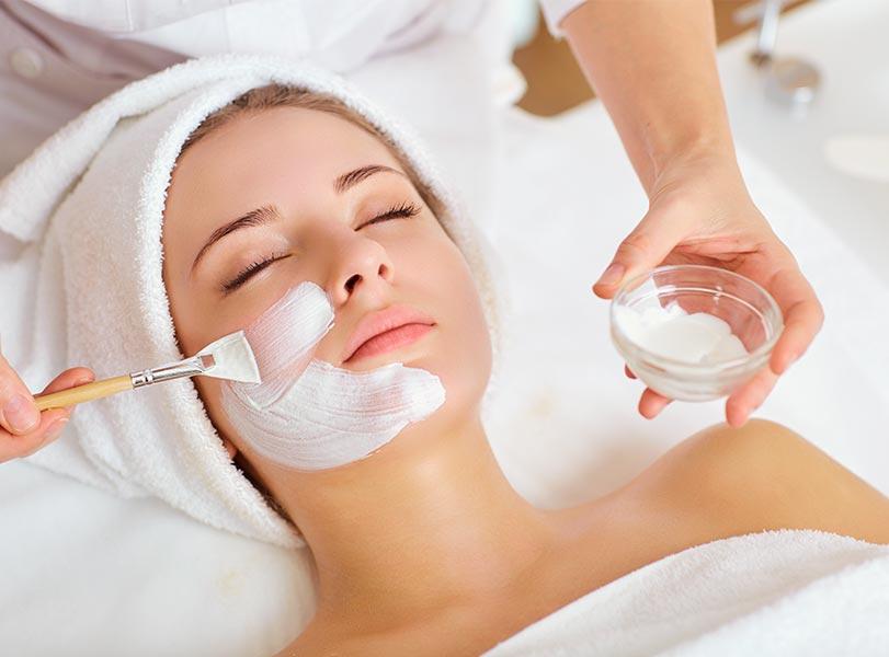 Kosmetik & Gesichtsbehandlungen